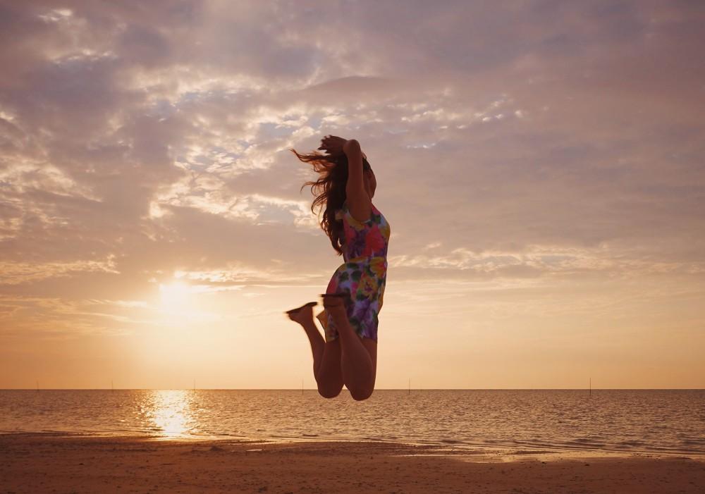 ジャンプ女の子